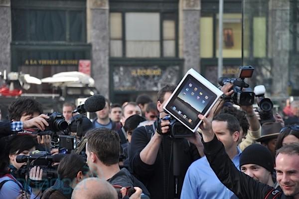 ipad-launched-01-top.jpg